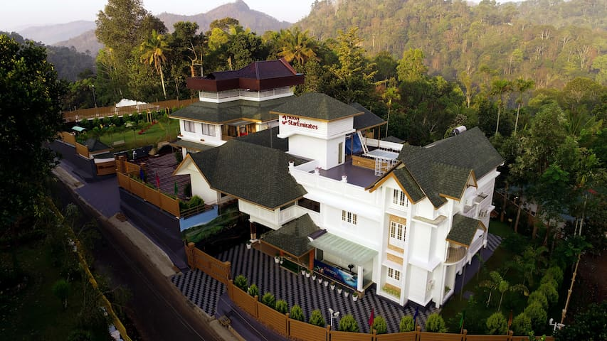 HOTEL STAR EMIRATES MUNNAR AC ROOMS,POOL & SPA