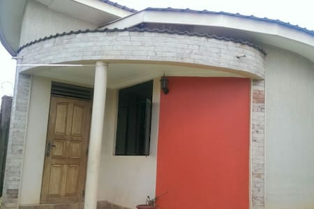 GuestWing Selfcontained-1bed,1bath,kitchen,sitting - Kampala