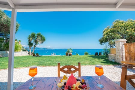 The Beach House Kaminaki