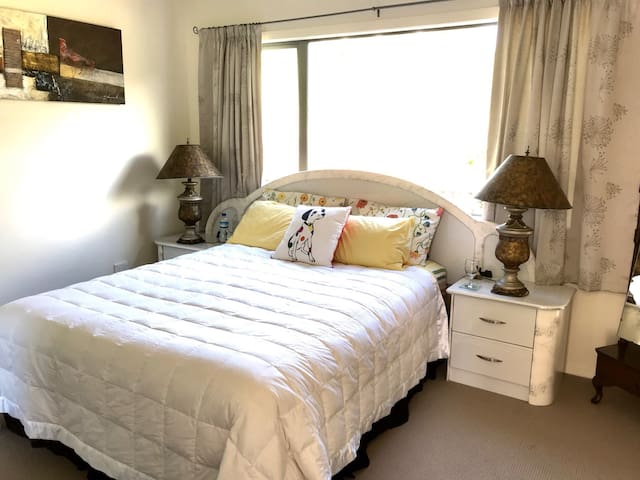 Queen size bed in good-sized bedroom - 5 x 4.5 metres, with alcove for business desk.