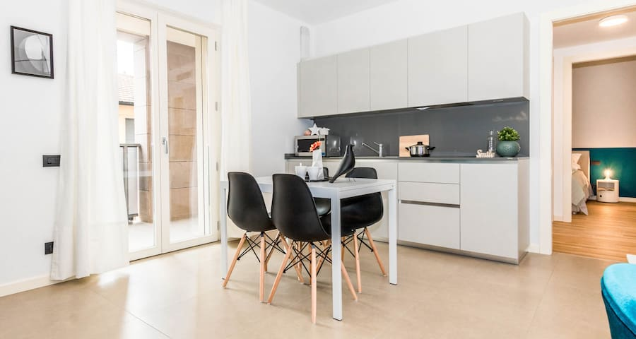 ALTIDO Porta Volta: Modern Flat w/Large Balcony