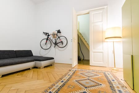 Very nice flat in an old building close to center - Vídeň