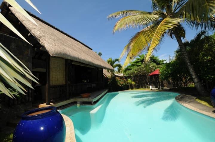 Alalila, private villa on empty beach,pool, maid