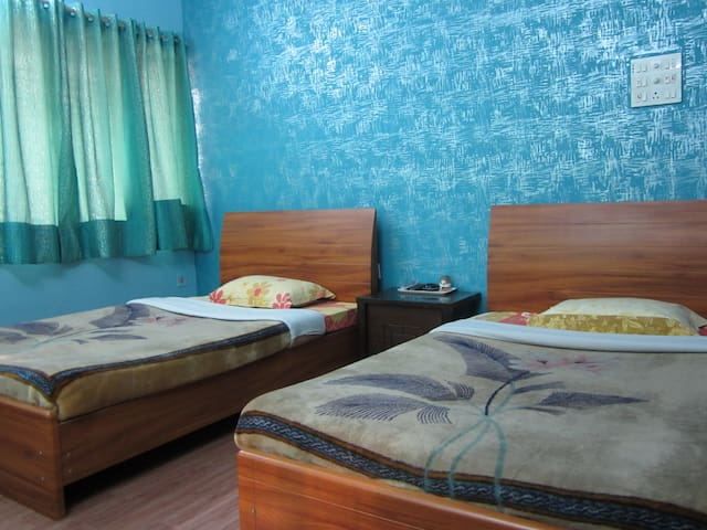 Ideal Guest House for Business and Leisure, Kol
