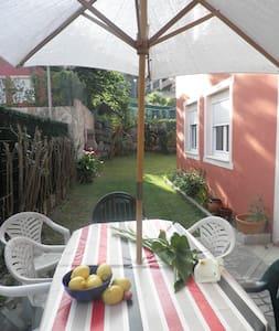 Precioso bajo con jardín en playa   - Isla - Appartement