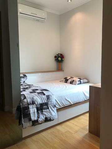 2nd bedroom - for 1 person