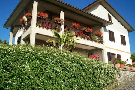 B&B Da Franca, the best for you - Camporgiano - Apartment