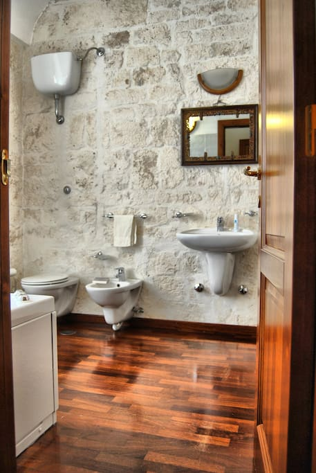 Toilet with bath /Bagno con vasca