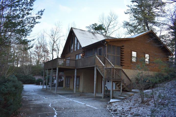 Mountain Cabin Retreat in Rumbling Bald Resort