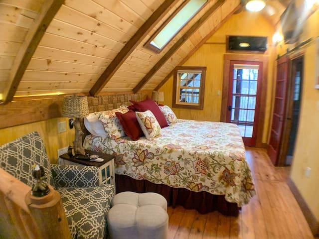 Upstairs King Bedroom/Bath