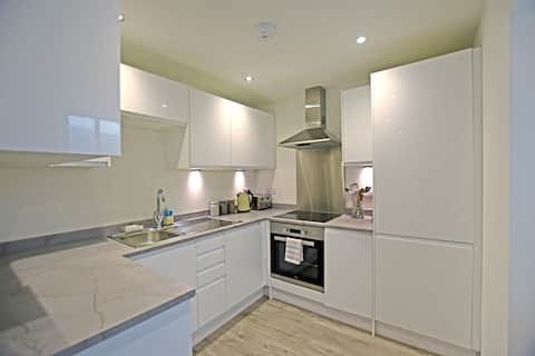 Brand New Town Centre Apartment