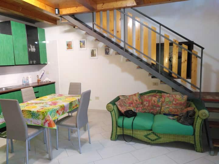House with 2 bedrooms in Pompei, with furnished terrace and WiFi - 8 km from the beach