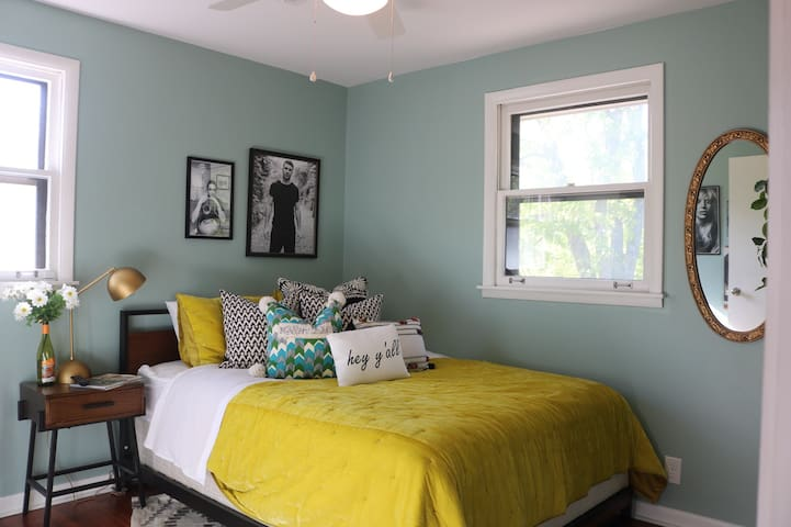 Music City Themed Room *next to airport &downtown