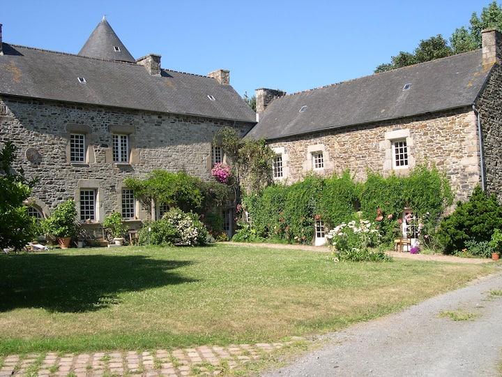 Wing in XVth century manor