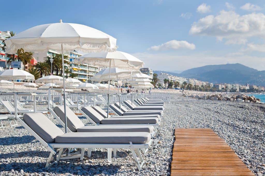 plage privée en face de l'immeuble