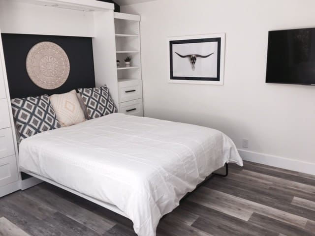 Queen size bed with top the range mattress + TV to chill at night