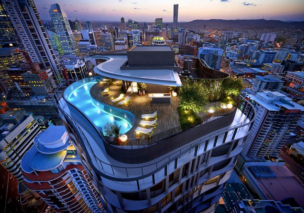 Swimming Pool and BBQ on Rooftop