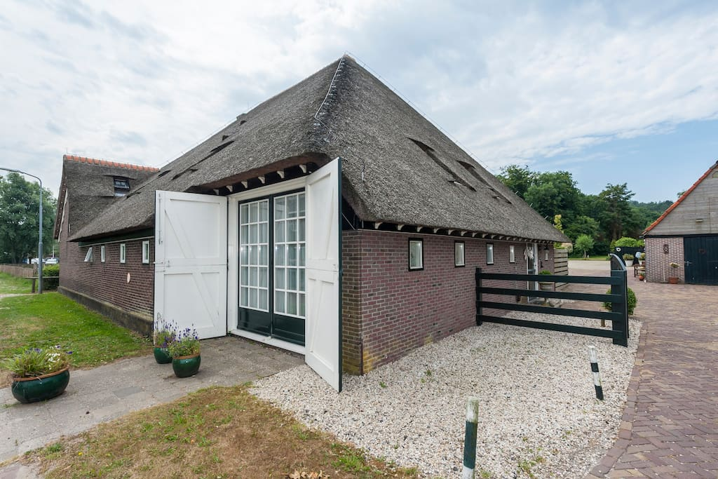 Authentic dutch farm houses for rent in groet north for Farm house netherlands