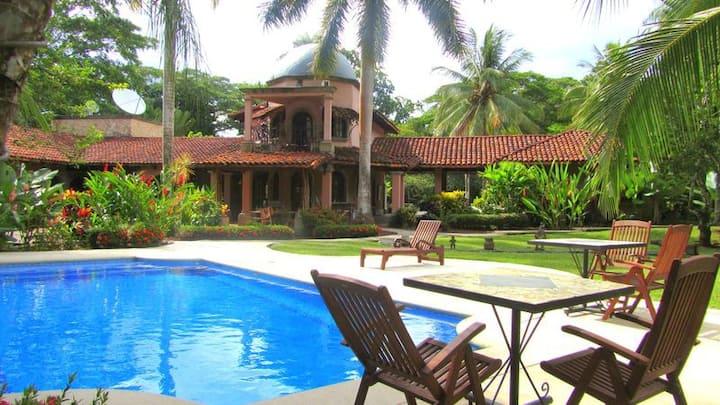 5 suites: vacation or wedding venue