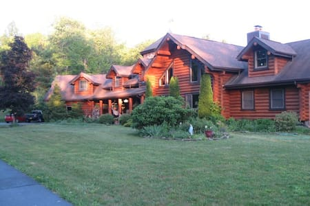 The Inn At Whiskey Creek- Pvt Suite - Corning - Bed & Breakfast