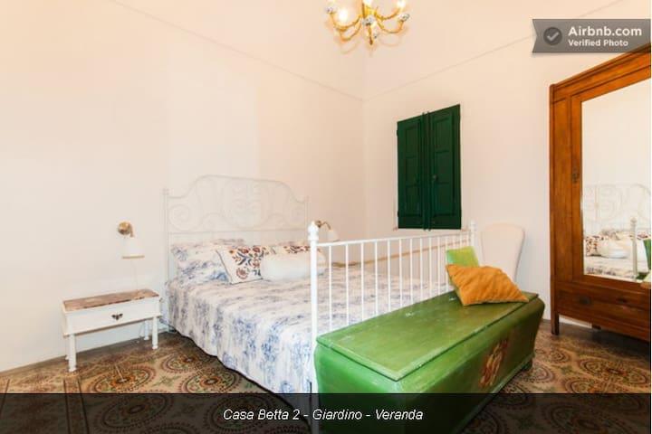 Casa Betta 3 private room - patio - Valderice - Haus