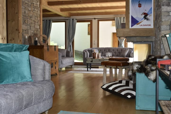 Spacious chalet with free parking and hot tub.
