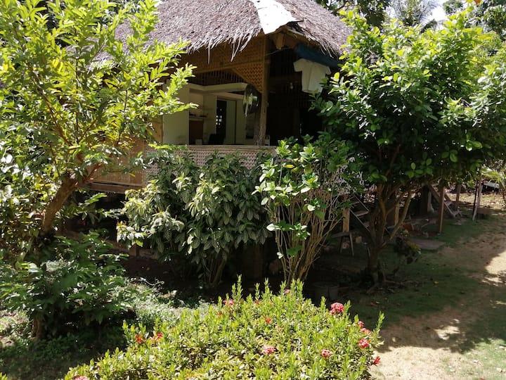Quiet, natural, friendly Bahay Kubo room