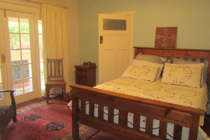 Toorak Gardens quality private bungalow room - Toorak Gardens - House