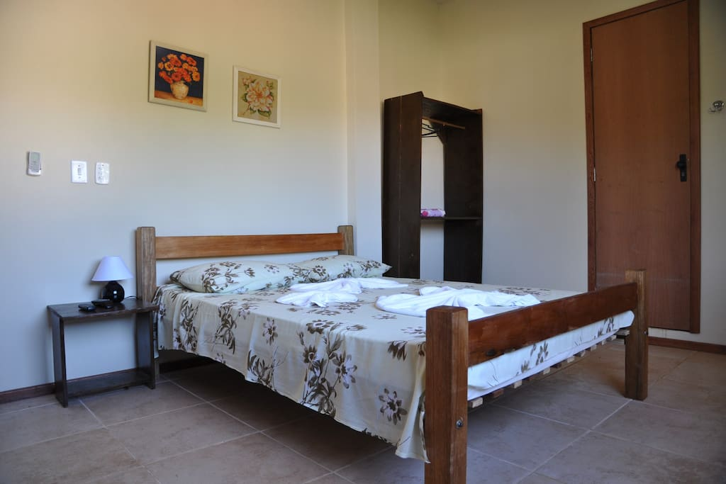 Two double suites with a/c, cable television, ceiling fan, frigobar... Duas suite pra duas pessoas com ar condicionado, tv a cabo, ventilador de teto, frigobar...