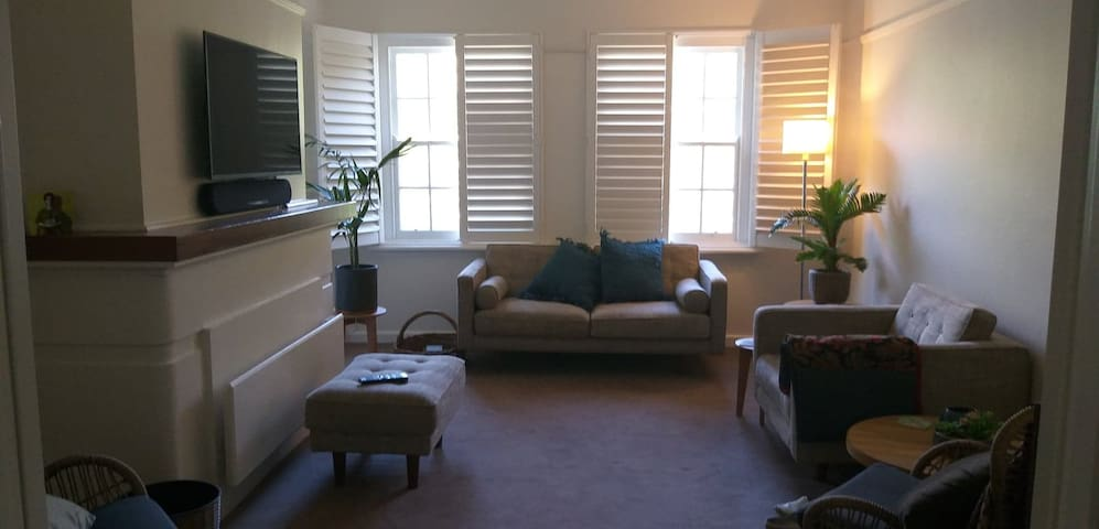 Warm and Cosy Art deco refurbished, apartment, .