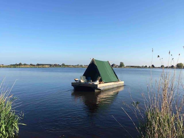 Experiencewaterland raft in Amsterdam wetlands