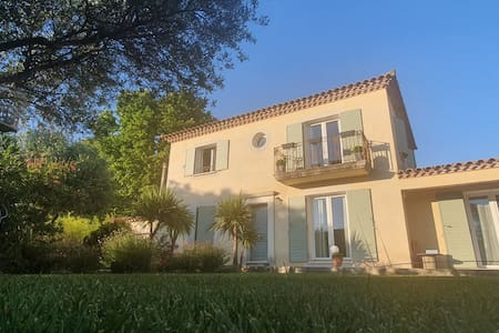 Chambre Privé Dans Villa 160m2 + Piscine Jacuzzi