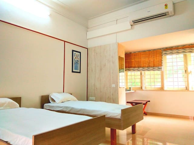 PRIVATE ROOM / HERITAGE VILLA / CITY CENTRE & LIVE - Ahmedabad - Bungalow