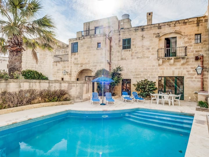 Dar tal-Patri, Villa with private pool in Gozo