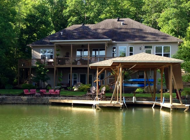 Golf, Lakefront, Fish, Bikers, Hike - Hot Springs Village - House