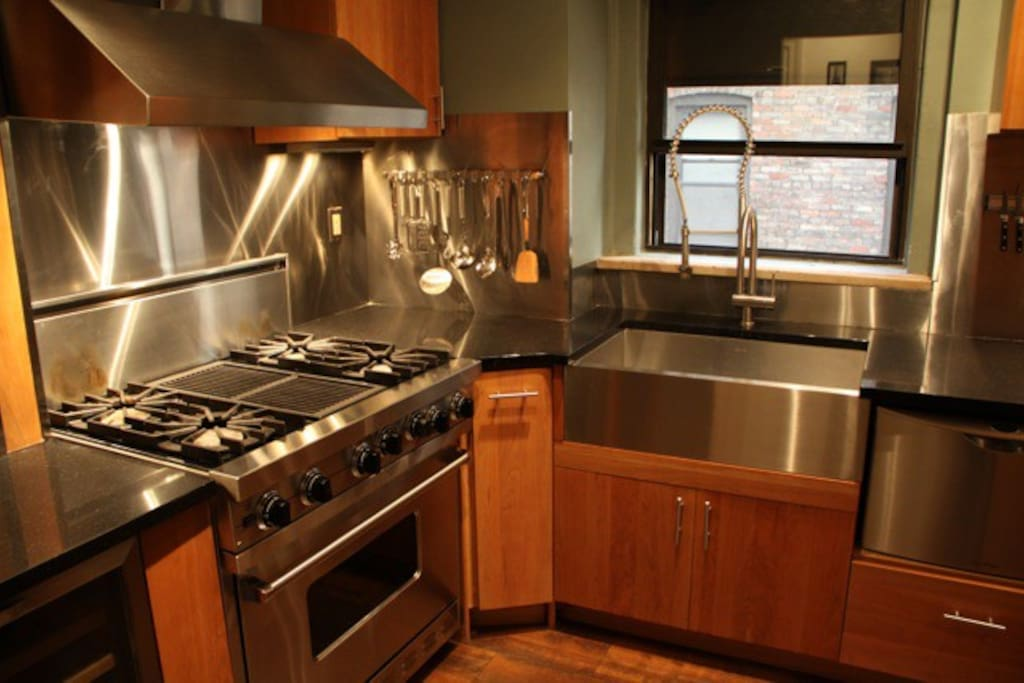 Beautiful renovated kitchen with stainless steel Viking appliances, wine fridge, chef's sink and dishwasher!