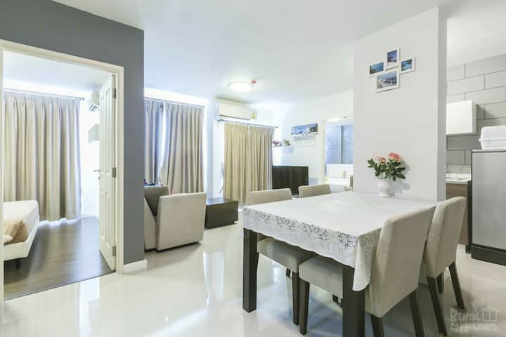 Seaview two-bedroom condomenium Baan Thew Lom