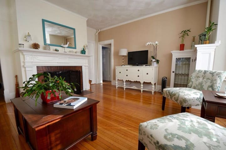 Winter rates! Lovely Victorian one block to ocean