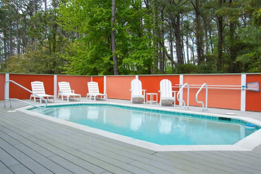 VOH50: Joyful Sound | Pool Area