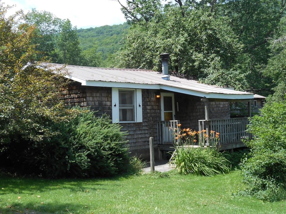 Catskill cabins with fireplace 2 br cabins for rent in for Cabins in the catskills