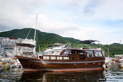 Houseboat in Aberdeen