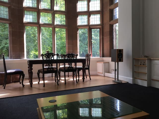 Beautiful apartment overlooking Sefton Park