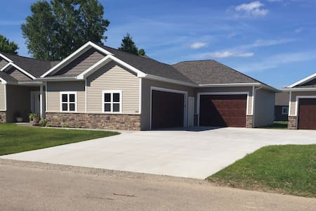 EAA! 3,000 Square feet, Private Newly Built Home!! - Neenah