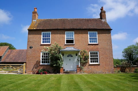 Pet friendly Farm stay in amazing countryside