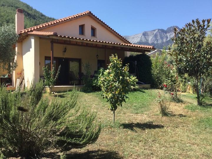 Spacious mediterranean home near the beach