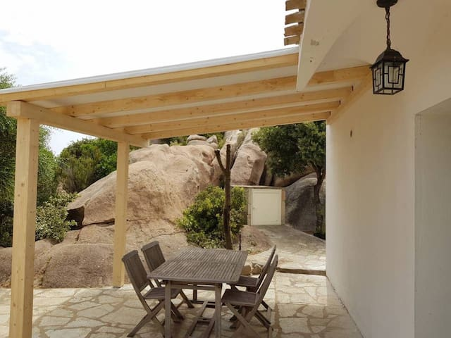 Cosy House in Cannigione with Terrace, Mountain Views, Wi-Fi & Air Conditioning; Parking Available