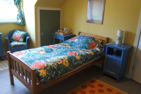 Sunny twin room by the river - Newburgh