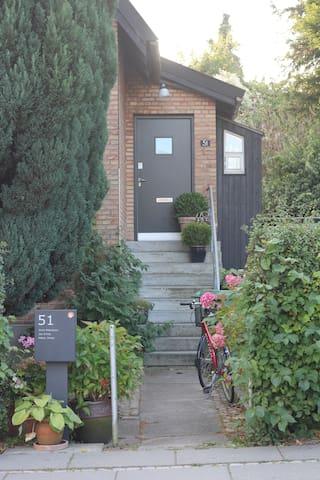 1. sals-lejlighed i villakvarter ved botanisk have - Aarhus - Lägenhet