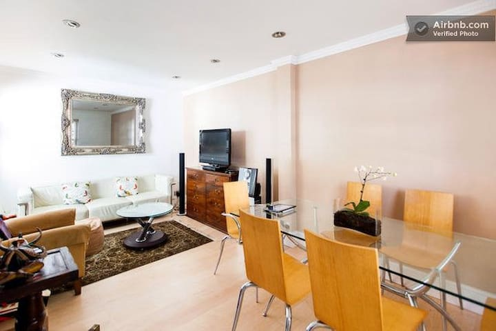 Charming 3 Bed House in City Centre - London - House