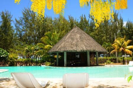 Retreat 9 pool, 50 m to beach, wifi